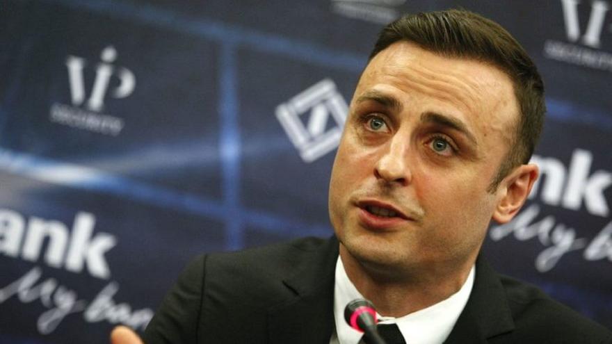 Залязващата футболна звезда Димитър Бербатов май е кандисал да се