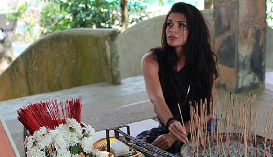 Преслава продължава романтичната си почивка в Тайланд. Певицата е там