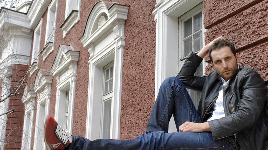 Актьорът Иван Юруков доста трудно отклонява предложенията на фенки за