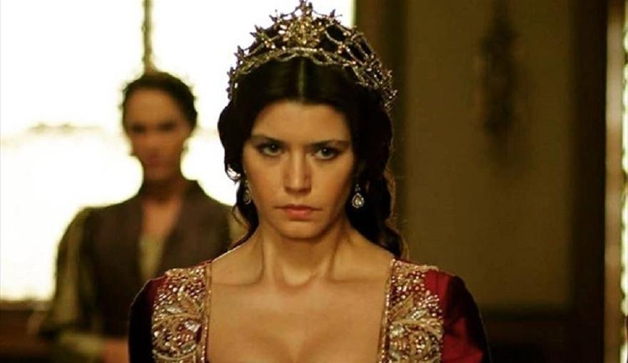 Актрисата Берен Саат, която стана известна с ролята на Кьосем