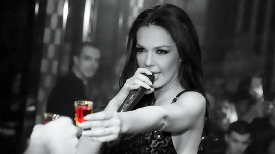 Фолкаджийката Галена отново започна да пие по време на участия.