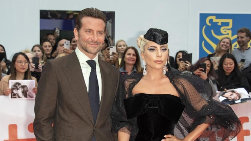 Новината, че Лейди Гага се е преместила при Брадли Купър